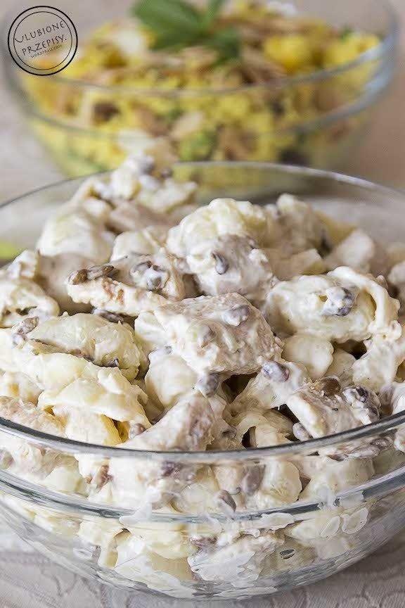 Share Tweet Pin Mail Bardzo smaczna sałatka z makaronem, kurczakiem w przyprawie gyros, ananasem i prażonym słonecznikiem. Ziarna słonecznika nadają całości fajny, podpiekany aromat. ...