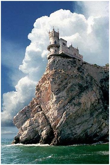 Swallows Nest Castle, Crimea, Ukraine #ukraine #castles #internationalstudents