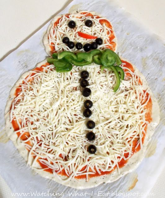 I recently saw a photo of a pizza shaped like a snowman. I thought it was too cute and decided to make my own version for a fun hol...