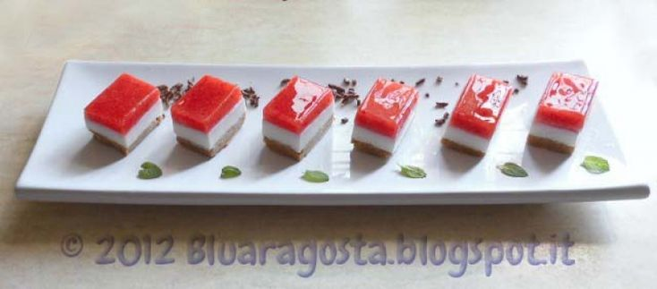 Mini cheesecake finger food alla fragola