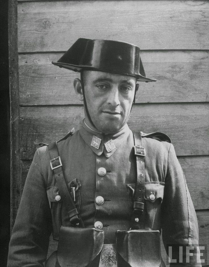 Retrato de un Guardia Civil. Año 1949.