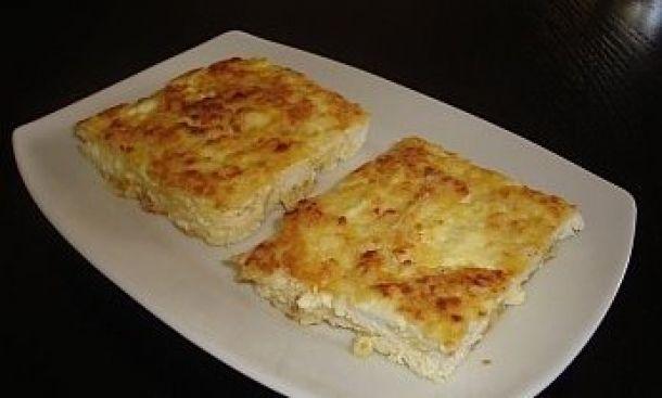 Μια συνταγή για μια νόστιμη και πολύ γρήγορη τυρόπιτα χωρίς φύλλο έτοιμη σε 10΄με 2 κινήσεις για το φούρνο για σνάκ ή συνοδευτικό με τα ψητά μας.