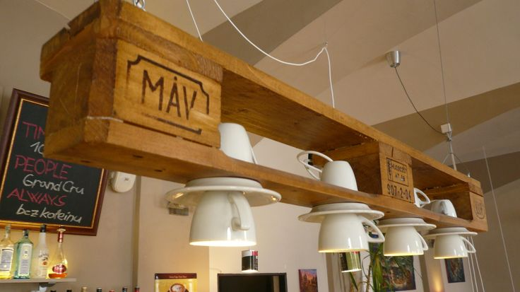 Another view of our lamp made out of pallets.