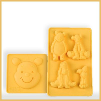 2 stampi in silicone di winnie the pooh e amici.
