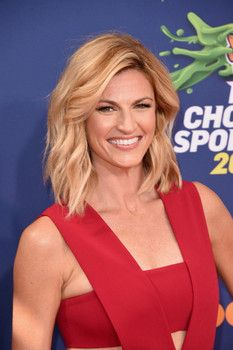Hottest photos of FOX Sports 2015 World Series sideline reporter Erin Andrews