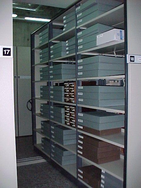 Biblioteca del IVAM, sección de Archivo de artistas en el Depósito