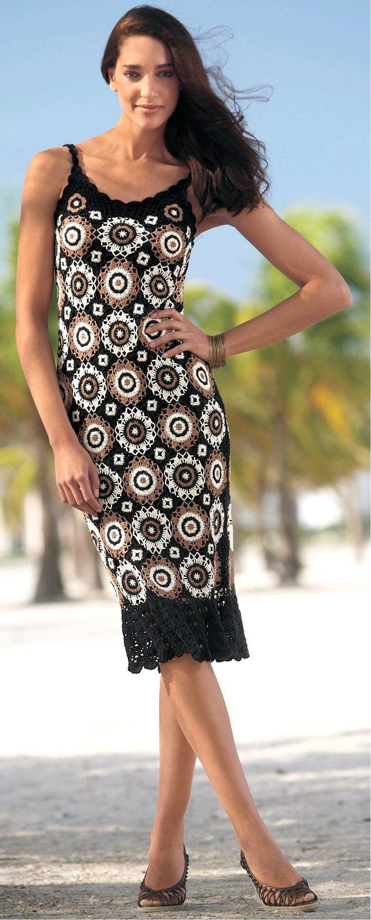 Precioso diseño de vestido vinculando motivos ,colcha ejemplar y traje de baño de temporada