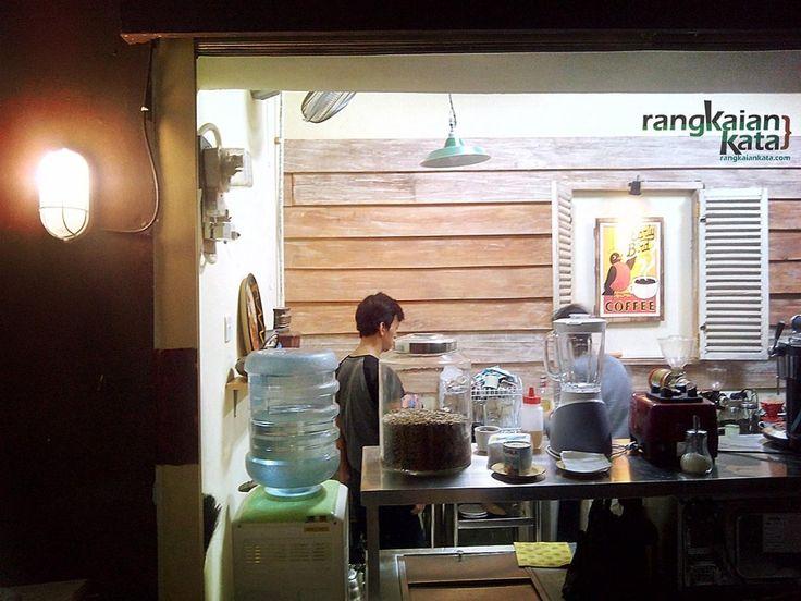 Cari Kopi di Pasar Santa - Rangkaian Kata http://rangkaiankata.com/cari-kopi-di-pasar-santa.html #pasarsanta #kopi #indonesia