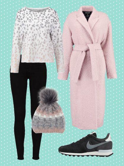 Jeans und Sweater sind heute unsere Favoriten. Kuschelmantel, Beanie und Sneaker dazu und das Wohlfühl-Outfit ist perfekt.