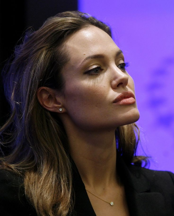 Angelina Jolie - Clinton Global Initiative Event - Photo 10