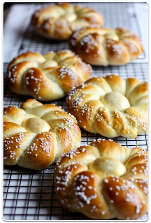 Italian Easter Bread.....looks delicious and beautiful at the same time!