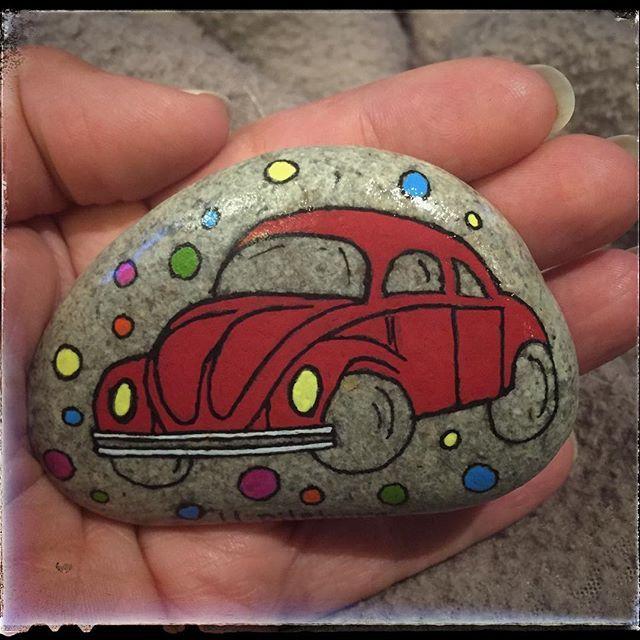 Folkisbubbla #volkswagen #volkswagenbug #folkis #bubblor #bil #veteranbil #gotland #visby #stoneart #stenfrånhavet #hav #fridhem #strand #handmade