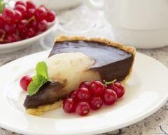Tarte aux poires et au  chocolat : http://www.cuisineaz.com/recettes/tarte-aux-poires-et-au-chocolat-2310.aspx