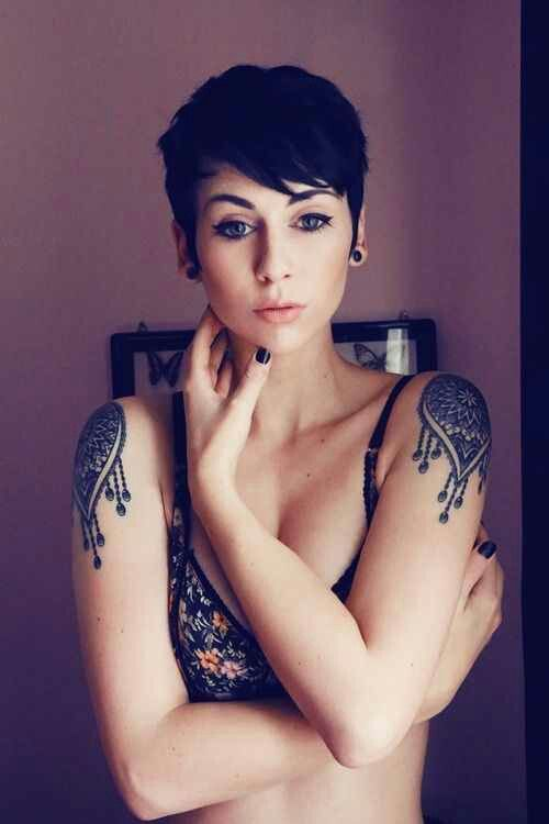 love the pixie and tattoos