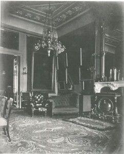 Het belang dat het echtpaar hechtte aan Schaep en Burgh blijkt uit een unieke foto-opname van het interieur uit 1870. Daarop is te zien dat de vermaarde Rembrandts uit de collectie Van Winter op het buiten hingen!