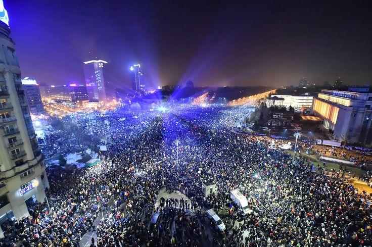 Fotografia postată de Digi24. 1milion in Piata Victoriei #inPregatire