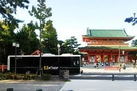 """Explore Kyotos through the best bus system, """"Kyoto World Heritage Hop-On Hop-Off Loop Bus – K'LOOP,"""". Enjoy the audio guidance while traveling between stops on an unlimited Kyoto hop-on hop-off sightseeing bus."""