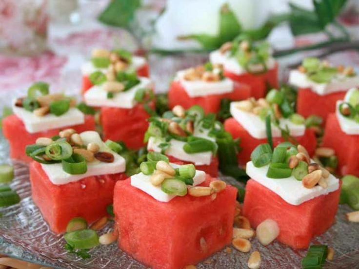Vannmelon med fetaost og pinjekjerner
