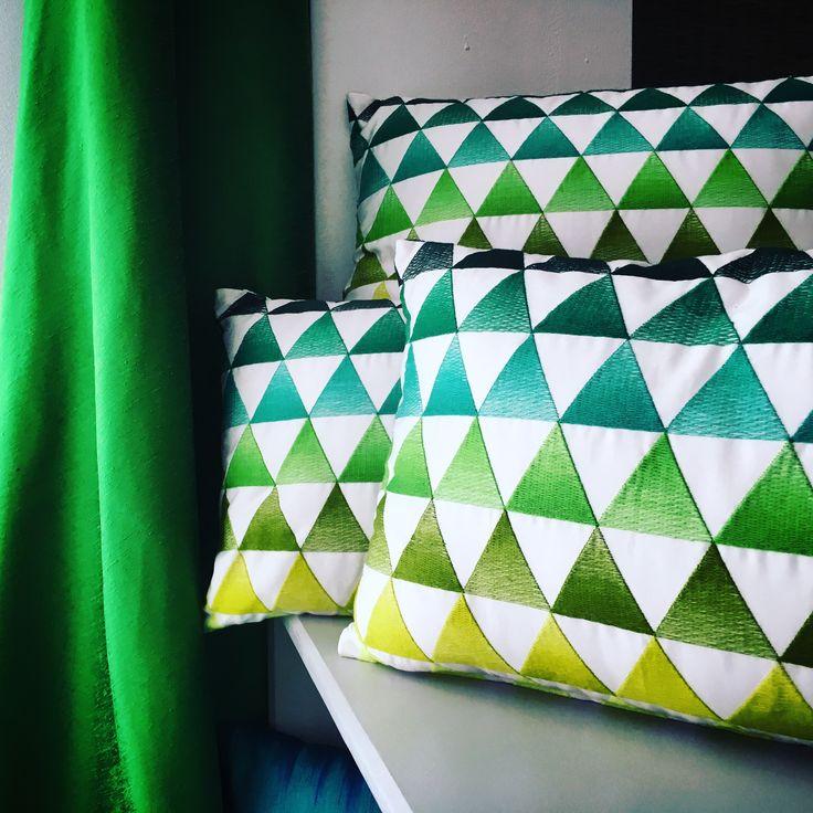 Minako de Saum // Decora en verd! // ¡Decora en verde! // #triangles #triangulos #triangle #triangulo #ontariofabrics #ontario