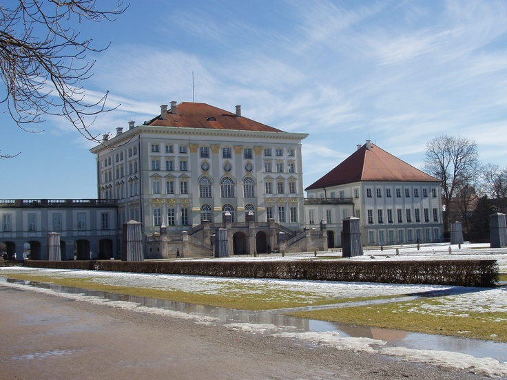 how to get to schloss nymphenburg