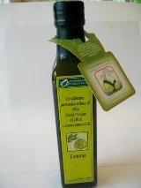 「レモン入りEXバージンオリーブオイル」  オリーブオイルにレモン果汁を 加えたのではなく、オリーブの実と レモンを一緒に石臼で絞った さわやかな香りのオリーブオイルです。 マリネやサラダに、特におすすめの オリーブオイルです。