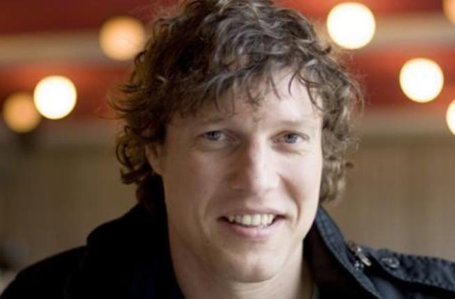 Sniper ISIS tembak mati jurnalis Belanda di Libya  TRIPOLI (Arrahmah.com) - Seorang wartawan foto Belanda terkemuka telah tewas di Libya saat meliput bentrokan di kota Sirte.  Jeroen Oerlemans dilaporkan ditembak mati oleh seorang penembak jitu ISIS pada Ahad (2/10/2016).  Pada tahun 2012 ia pernah diculik dan terluka di Suriah namun dibebaskan seminggu kemudian. Kematian wartawan berusia 45 tahun itu terjadi di tengah pertempuran sengit di kota pesisir Libya.  Dr Akram Gliwan juru bicara…