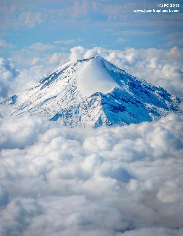Pico de Orizaba surgiendo de las nubes by Juan Francisco Contreras on 500px