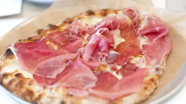 Pizza with ham and scamorza cheese, which wine goes best with ham pizza