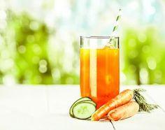 Algunos jugos naturales pueden ayudar a combatir los síntomas causados por las migrañas. Descubre 5 deliciosas recetas para hacerlos en casa.