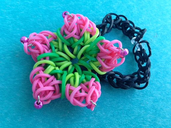 13 of the most awesome advanced Rainbow Loom bracelet tutorials.  Some of these are amazing.