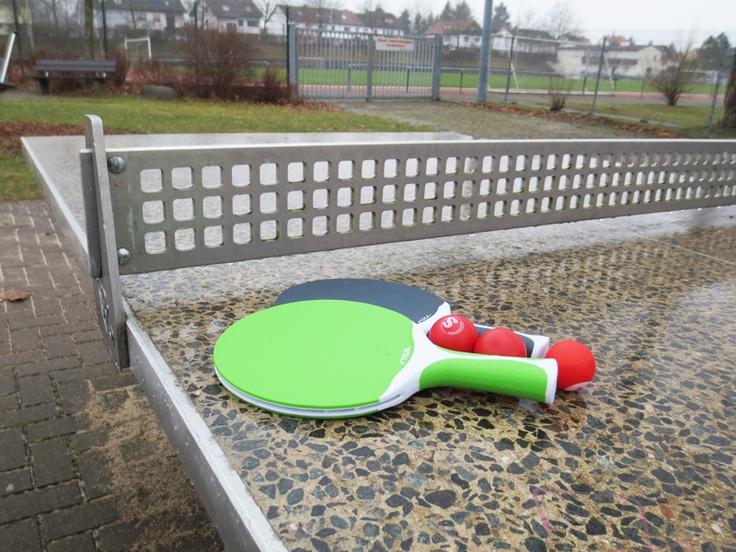 Outdoor-Tischtennisschläger Stiga Flow und Stiga Flow Spin. Lässt sich bei jedem Wetter ablegen, weitere Infos unter dem Link http://www.tischtennisplatte-24.com/de/Tischtennis-Zubehoer/Tischtennisschlaeger