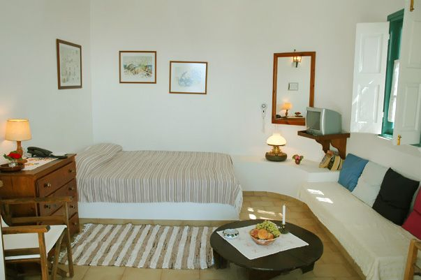 http://www.santorini-hotel-apartments.com Strogili Santorini Hotel Studios in Oia - Elegantly decorated studios for Rent