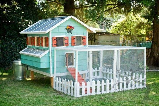 adorable chicken coop via Pin via therachelberryblog