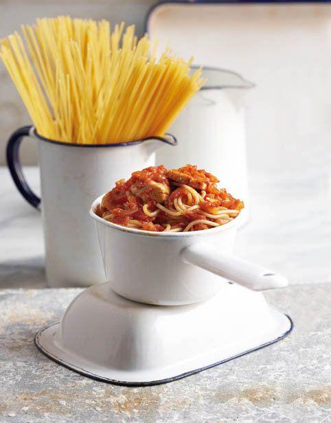 Hoenderpasta, Wanneer jy pasta byvoeg, word die hoender 'n vullende gereg. Sit voor saam met gerasperde pecorino of parmesaankaas