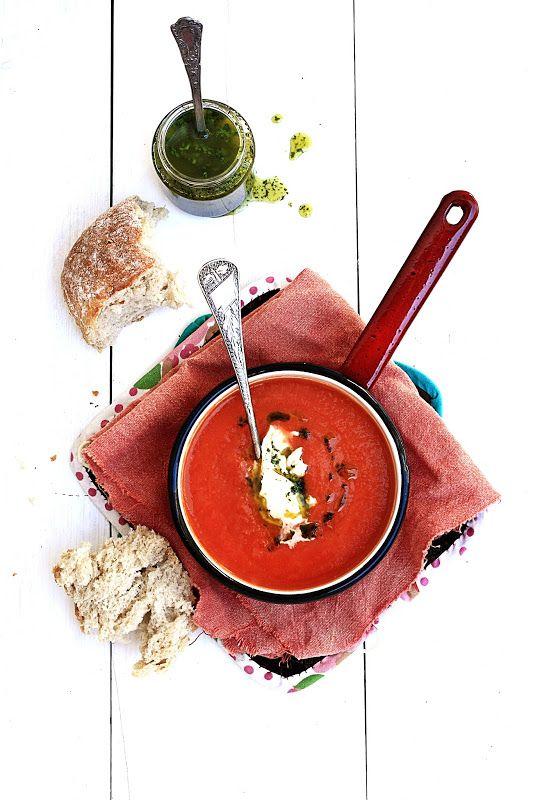 Tomato soup with mozzarella and coriander olive oil | Pratos e Travessas