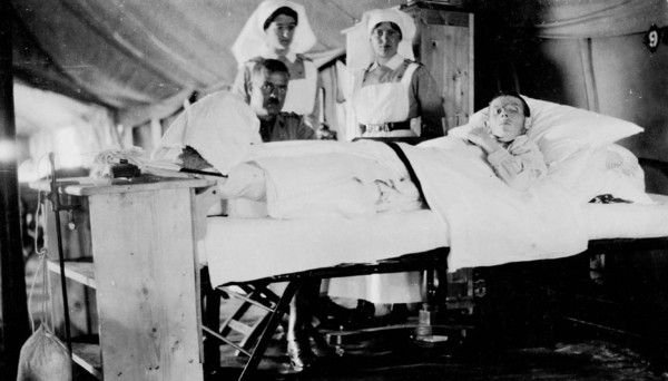 To learn more about the contributions of Canadian doctors and nurses, we invite you to explore the list of biographies.