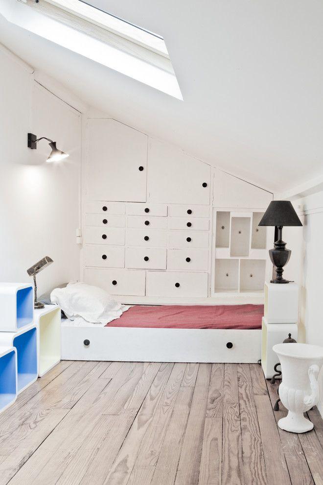 Выбираем мебель-трансформер для квартиры: обзор самых комфортных и функциональных решений http://happymodern.ru/mebel-transformer-dlya-kvartiry/ Кровать, выдвигаемая в виде нижней полки из шкафа