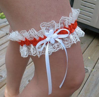How not to make a garter. Should sandwich the lace between the two pieces of ribbon and then run the elastic through the tube. Also, should make the ribbon longer than needed so it can be scrunched up.