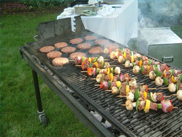 How To Decorate Your Yard For A Summer Barbecue Hot Dogs