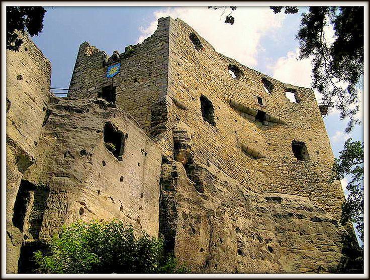 Valečov-Hrad Valečov zřícenina skalního hradu Valečov Český ráj