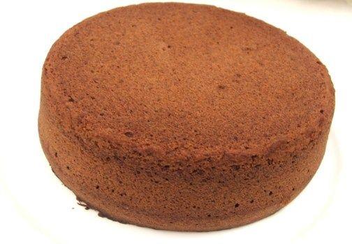 La ricetta del maestro pasticciere Luca Montersino per preparare un pan di Spagna al cioccolato a regola d'arte.