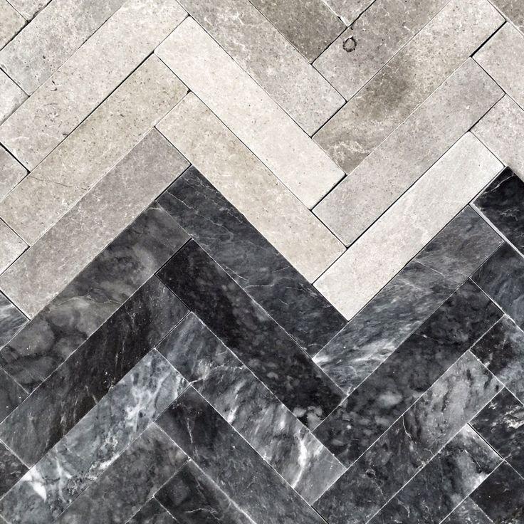 I unik Stiltje design ( så klart) nya stenen Fishbone dark. Enborstad Marmor. En ny favorit klassisk sten i modernt utförande. Svart grå bas med vit marmorering, plattorna varierar ganska mycket på ett vackert sätt. Mjukt borsta yta och raka kanter. Kan användas både på golv och vägg och läggas i många olika mönster. Hitta …