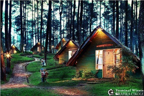 Tempat wisata di bandung lembang di kaki gunung dengan fasilitas game outbound, pondok wisata, saung lesehan, kebun strawberry dan tempat camping  Source : www.grafikacikole.com
