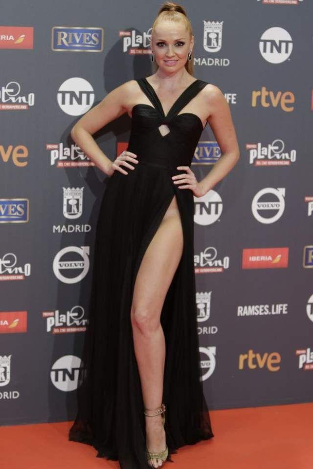 16ca1cc477 Cristina Castaño  la raja de su falda (sin ropa interior) enciende  Instagram - Informalia.es