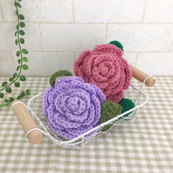 抗菌・防臭のアクリル毛糸で編みました。可愛いバラのエコたわしです。ピンクとラベンダーの2個セットになります。厚みがあるので持ちやすく丈夫です。お掃除や食器洗いに使用できます。少量の洗剤できれいに汚れを落とせます。ぜひ、お試しください。●カラー:ピンク、ラベンダー●サイズ:直径9㎝、葉部分6㎝●素材:アクリル100%●注意事項:1個ずつ、丁寧に編ませていただいていますが、毛糸のため毛玉がつくことがございます。また、使用後も毛玉が出ることがございますので、ご了承ください。●作家名:amiami♡358#アクリルたわし #アクリルエコたわし #インテリア雑貨 #洗剤いらず #環境にやさしい #エコ #エコたわし #油汚れなどが良く取れる #便利 #キッチンスポンジ #台所用スポンジ #かぎ針 #食器や炊飯器の釜洗い #野菜洗い #シンク #グリルやコンロ #台所のタイルの壁 #キッチン雑#飾ってもかわいい #おしゃれなデザイン #毛糸 #手芸 #ハンドメイドアクリルたわし【配送】ゆうパック(保証・追跡サービスあり)レターパック(保証なし・追跡サービスあり)定形外郵便物…