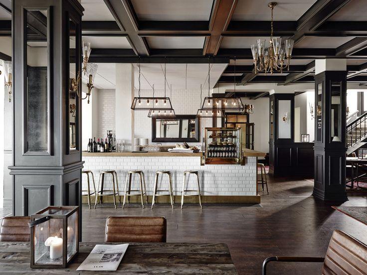 Nyd en lækker drink i baren på Comwell Varbergs Kurort eller tag en slapper i det hyggelige lounge område med pejs