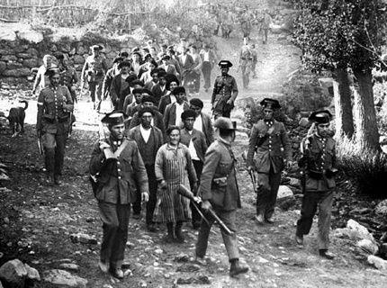 Guerra Civil Española, a donde irán estos probes, a muller con mandil os homes de boina calada, o delito debe ser grave.