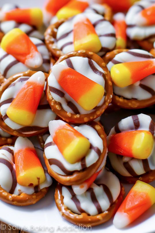 Want an easy Halloween treat? Try these festive candy corn pretzel hugs!