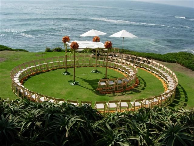 This is a wedding ceremony.. so original, love the spiral aisle!  How fun for the bride to walk by each individual guest!