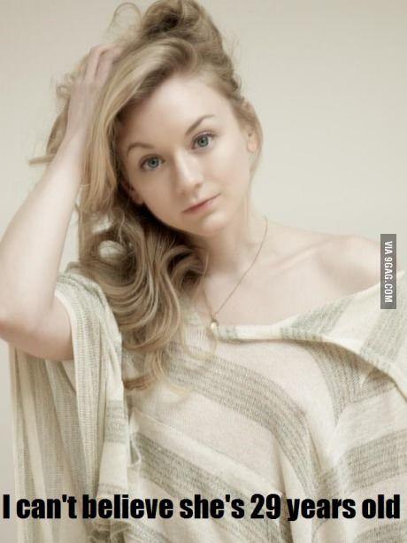 She also looks a lot like Evanna Lynch (Polumna from Harry Potter)